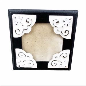 Victorian White Accent Small Black Frame 5x5